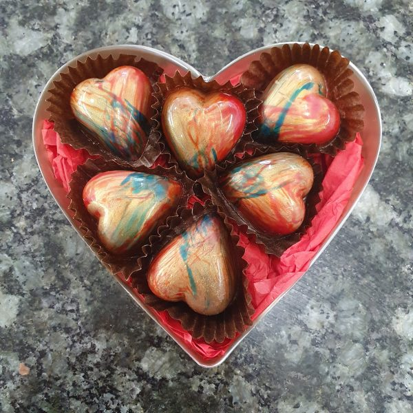 Box of 6 champagne and strawberry hearts